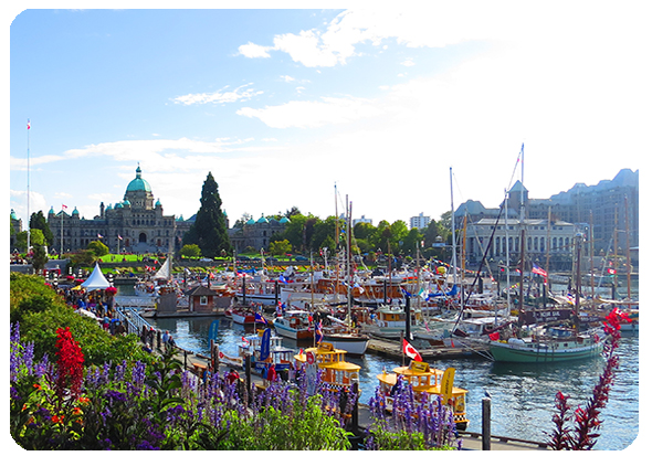 Inner_Harbour_Causeway_Downtown_Victoria_BC