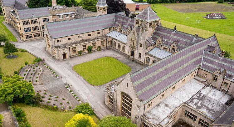 เรียนซัมเมอร์ต่างประเทศ Study abroad at Myddelton College UK
